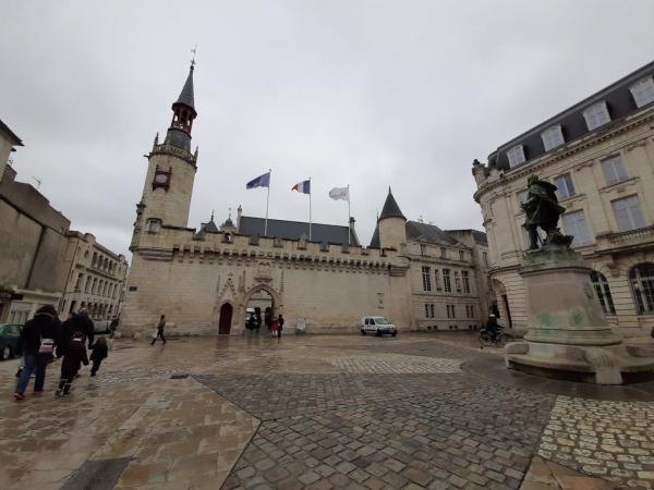 Vue générale de l'Hôtel de ville de La Rochelle