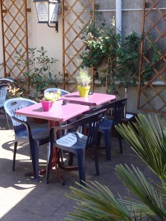 agréable les tables dehors