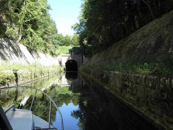 l'entrée du tunnel où voûte de pouilly