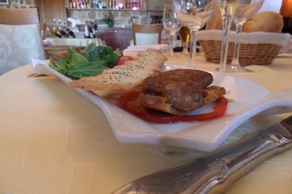 foie gras poêlé sur pain de campagne grillé