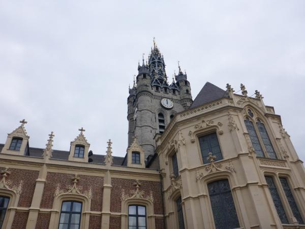 Beffroi de Douai vu de la cour