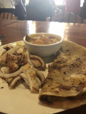 Exemple de plat : curry de légumes, chapati et calamar grillé