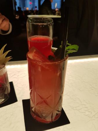 Cocktail sans alcool. Original la bouteille dans le verre !