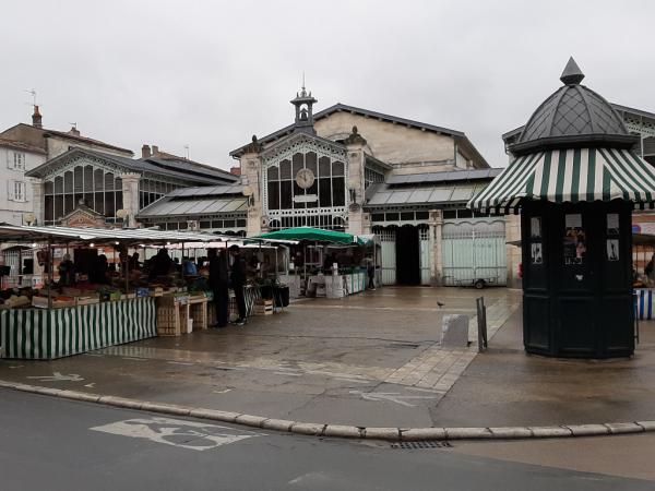Vue générale du Vieux Marché à La Rochelle
