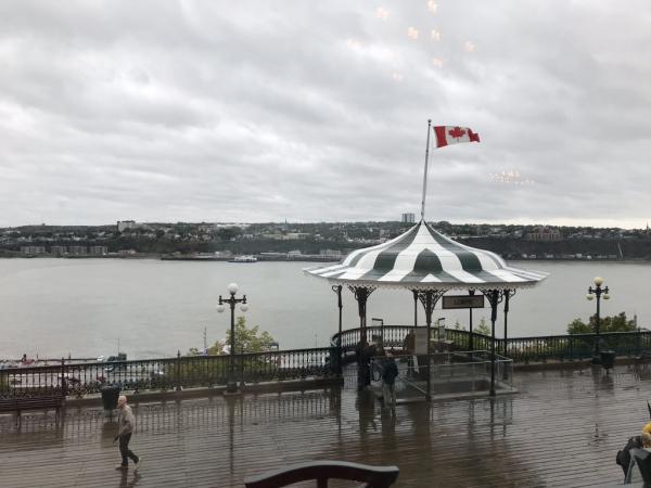 Terrasse Dufferin sous la pluie