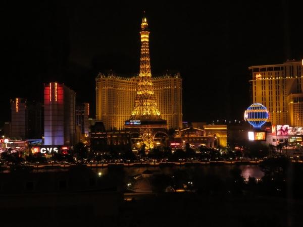 vue depuis la chambre du Bellagio du Paris las Vegas et la tour Eiffel