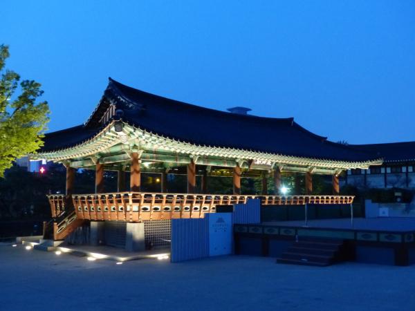 Bâtiment traditionnel, Village folklorique de Namsan, Séoul, 2018, SB.