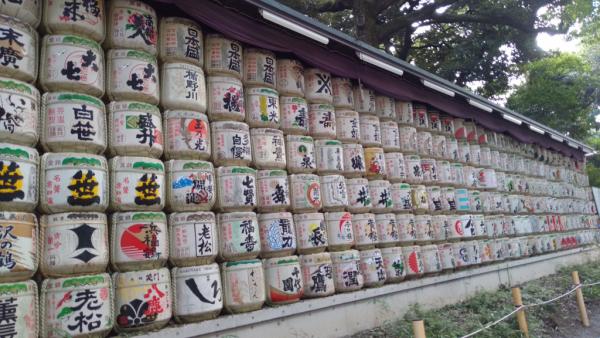 Lanternes sur l'allée qui mène à Meiji-Jinju