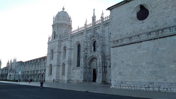 La façade de l'église du monastère