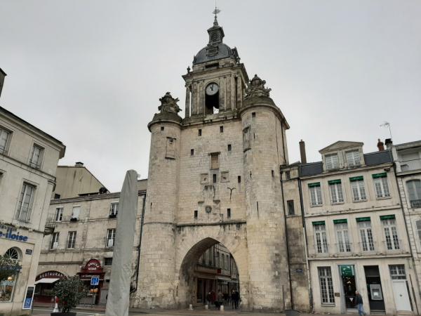 Vue globale de la Grosse Horloge à La Rochelle