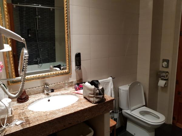 et salle de bains plus moderne...
