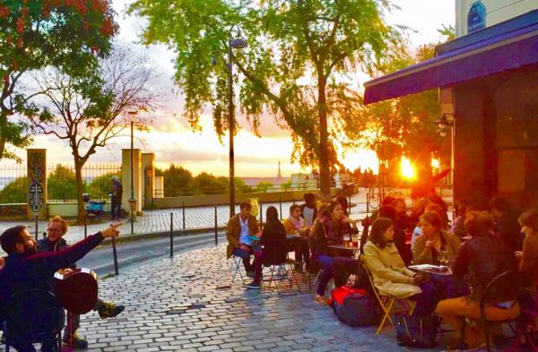 Coucher de soleil parisien pendant l'happy hour du Moncoeur Belleville
