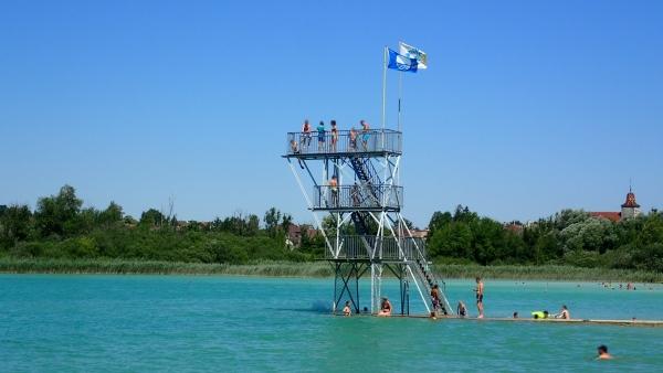 CLAIRVAUX-LES-LACS (39 - Jura, France) - Les plongeoirs de la plage du Grand Lac