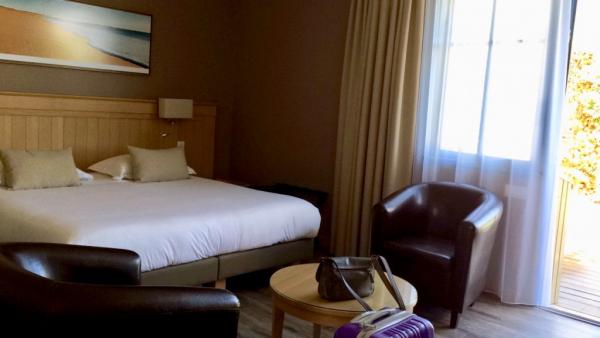 Chambre 30 m2 avec terrasse et transats...