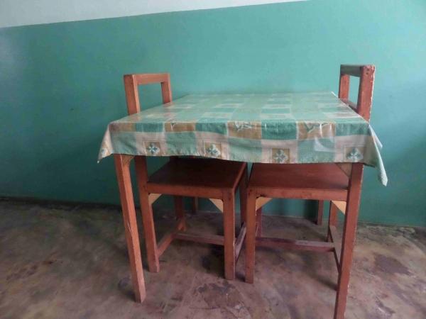 Les 5 tables composant la salle