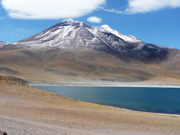 désert d'Atacama lagune et volcan