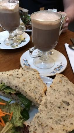 Chocolat chaud au Bailey's avec encore une fois les merveilleux sandwich poulet cajun