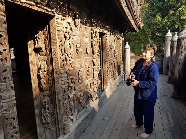 Visite du monastère Shwenandaw à Mandalay.