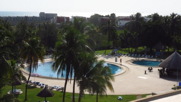 vue sur la piscine depuis la chambre