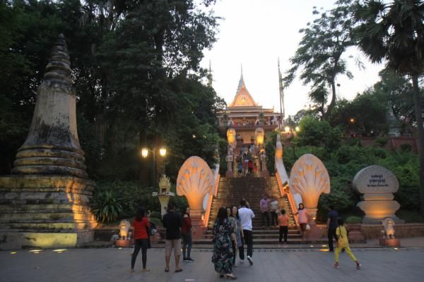 Escalier d'accès à Wat Phnom