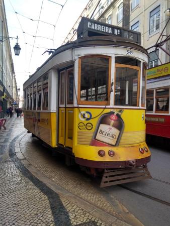 Un tramway ancien en service