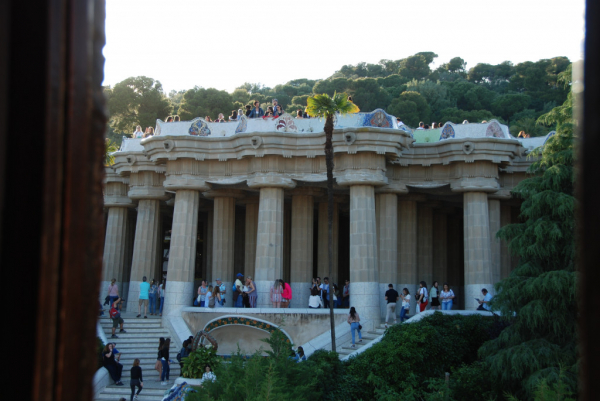 Barcelone, Parc Güell, salle hypostyle et terrasse