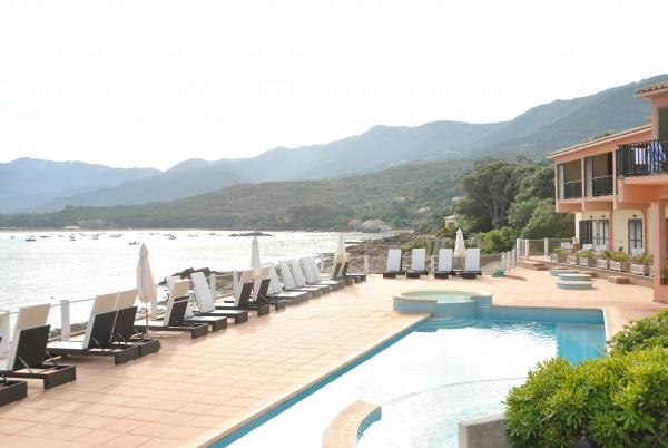 Belles vues de l Baie d'Ajaccio de la piscine.