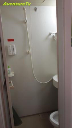 Petite salle d'eau mais propre
