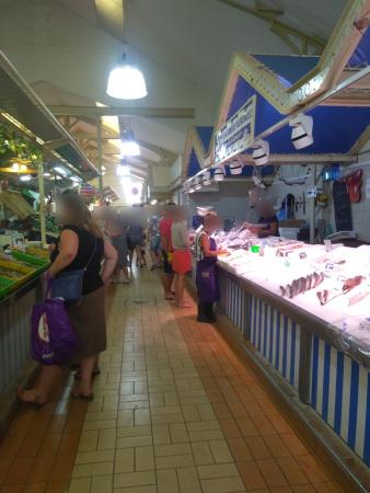 L'intérieur du marché couvert
