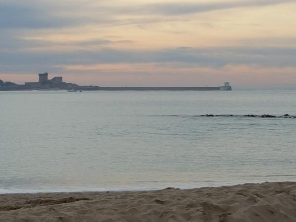 Vue du fort de Socoa et de la digue de Socoa depuis la plage de saint Jean de Luz
