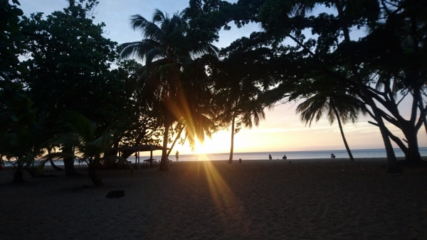 Et le soir entre Soleil, mer et Rayon vert