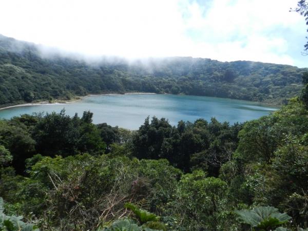 Laguna Botos hébergé par le second cratère du volcan Poas