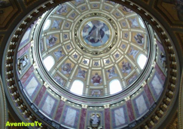 La coupole de la cathédrale Saint Étienne du Budapest
