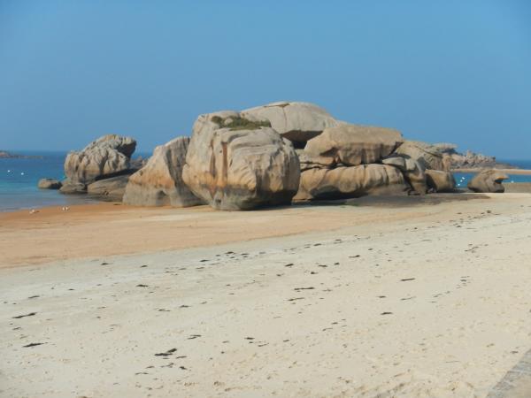 Les amas rocheux sur la plage de Coz-Pors