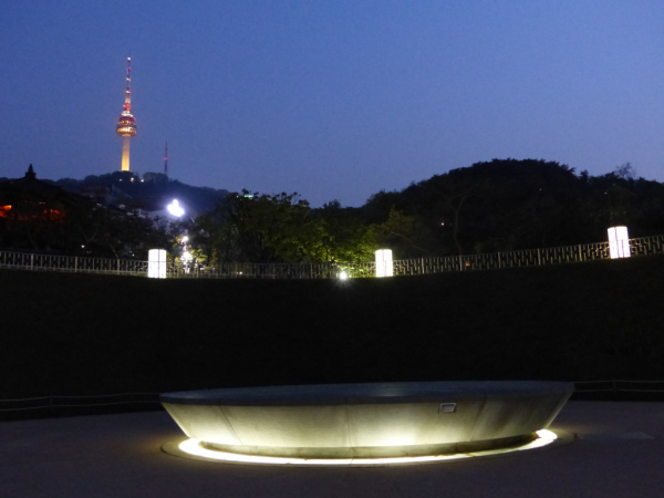 Capsule temporelle, Village folklorique de Namsan, Séoul, 2018, SB.