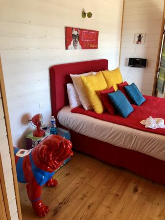Un lit aux couleurs pétillantes, mais d'un grand confort.