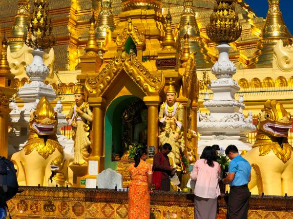 Une merveille du monde : un détail de l'incroyable pagode Shwedagon à Yangon, Myanmar