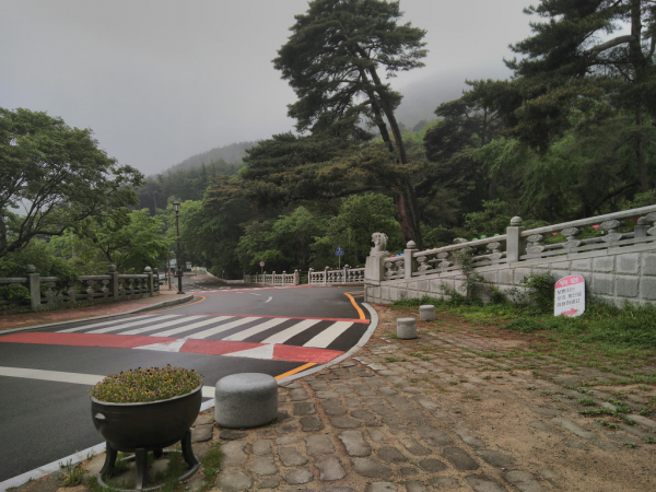 Abords du temple Beomeosa, Busan, 2018, SB.