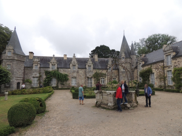 Vue du château et son puits