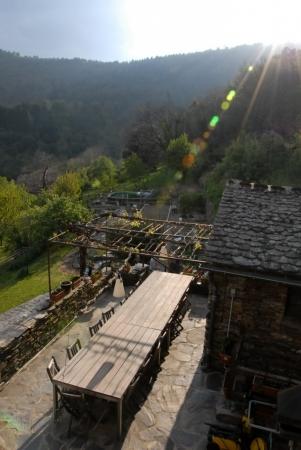 Si le soleil est au rendez-vous, la magnifique terrasse vous accueille...