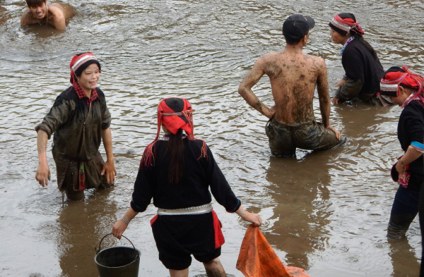 Fête au village de Quan Ba