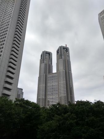 Vue des deux tours de la mairie
