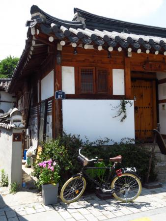 vélo près d'un hanok