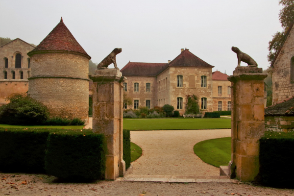 l'entrée de l'abbaye