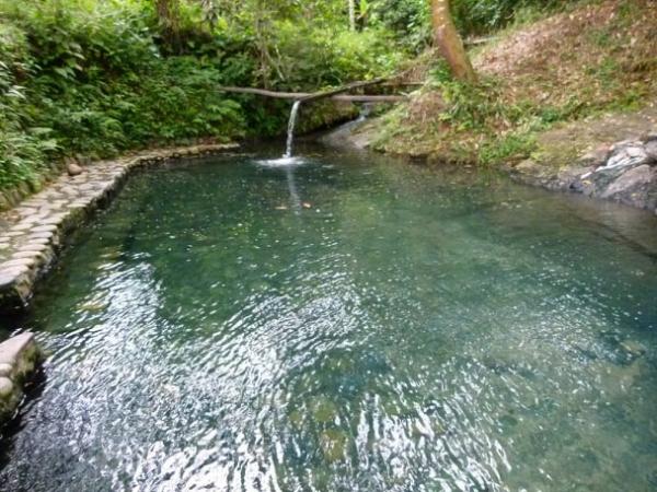 eaux thermales très chaudes et souffrées
