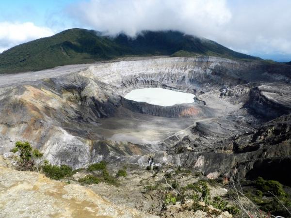 Lac acide du cratère principal - volcan Poas-