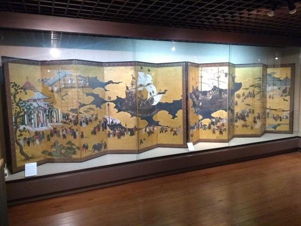 Paravents japonais dans le musée