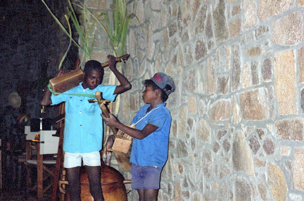 Petits musiciens au Relais de la Reine