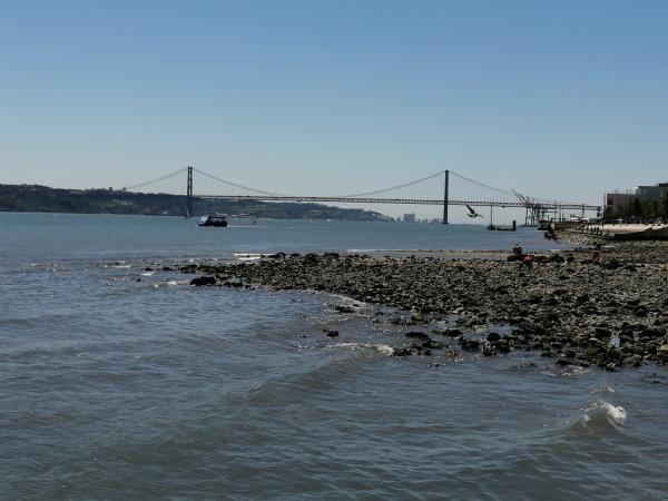 Vue depuis la rive de Lisbonne.