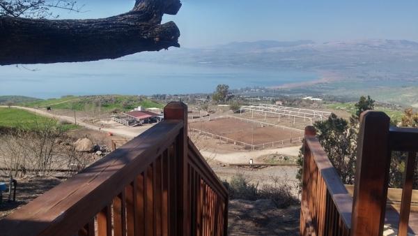 Vue du ranch depuis le zimmer en bois